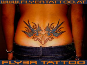 Schwalben-tribal-tattoo